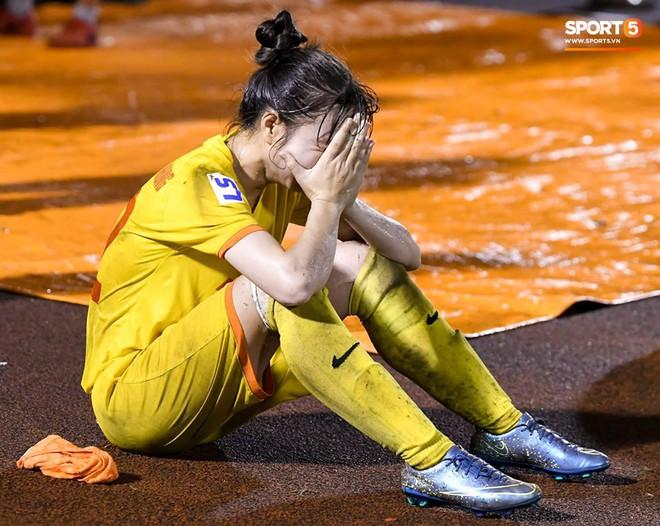 Xót xa hình ảnh nữ tuyển thủ Quốc gia bật khóc, hot girl Trần Thị Duyên thất thần sau trận thua đau đớn - ảnh 6