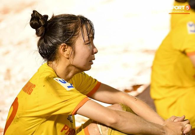 Xót xa hình ảnh nữ tuyển thủ Quốc gia bật khóc, hot girl Trần Thị Duyên thất thần sau trận thua đau đớn - ảnh 5