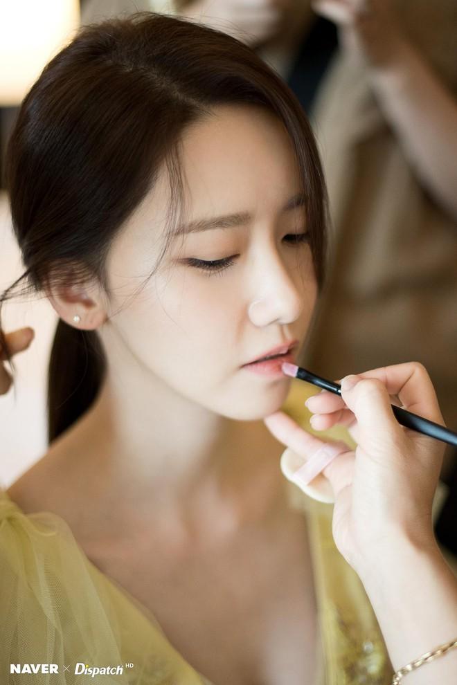 Hậu trường màn khoe sắc như tiên tử của Yoona (SNSD) tại LHP Busan: Xẻ ngực sâu nóng mắt, choáng khi zoom cận mặt - Ảnh 3.