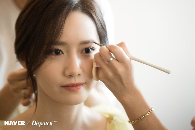 Hậu trường màn khoe sắc như tiên tử của Yoona (SNSD) tại LHP Busan: Xẻ ngực sâu nóng mắt, choáng khi zoom cận mặt - Ảnh 2.