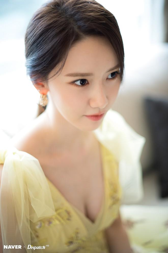Hậu trường màn khoe sắc như tiên tử của Yoona (SNSD) tại LHP Busan: Xẻ ngực sâu nóng mắt, choáng khi zoom cận mặt - Ảnh 6.