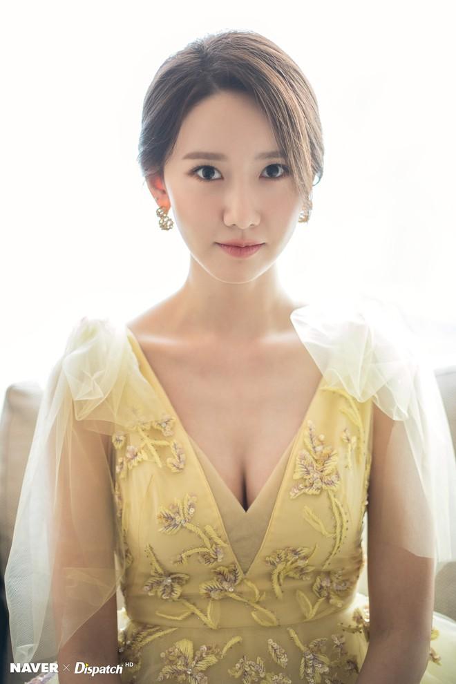 Hậu trường màn khoe sắc như tiên tử của Yoona (SNSD) tại LHP Busan: Xẻ ngực sâu nóng mắt, choáng khi zoom cận mặt - Ảnh 7.