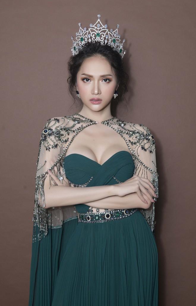 Top những hoa hậu học giỏi bậc nhất thế giới, Việt Nam cũng góp mặt 2 đại diện siêu đỉnh: Người thi ĐH 29.5 điểm, người là du học sinh - Ảnh 15.