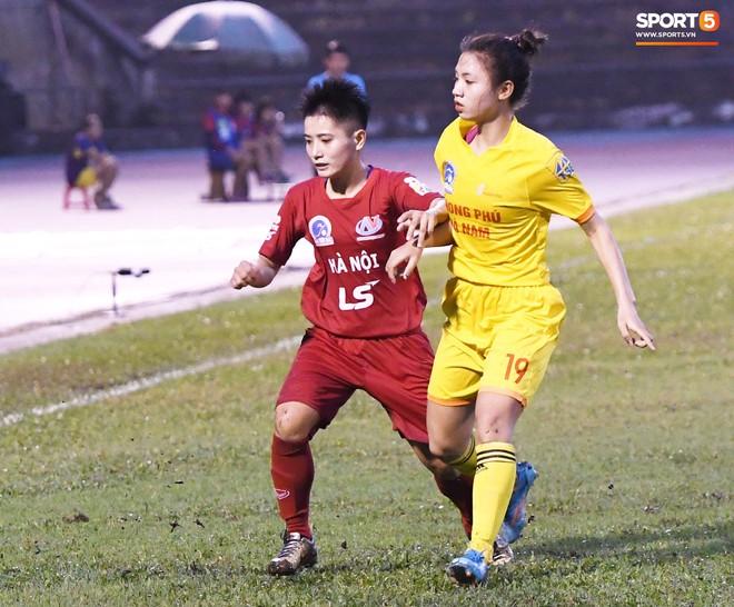 Xót xa hình ảnh nữ tuyển thủ Quốc gia bật khóc, hot girl Trần Thị Duyên thất thần sau trận thua đau đớn - ảnh 1