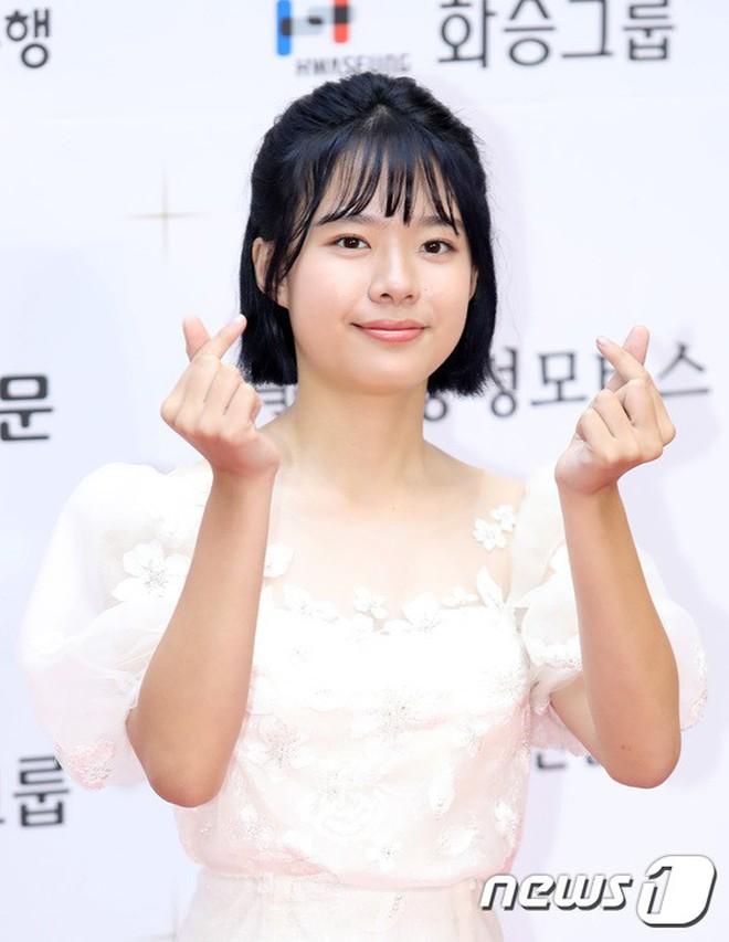 Thảm đỏ LHP Busan ngày 2: Yoona hóa nữ hoàng quyến rũ, đè bẹp dàn mỹ nhân U50 hở bạo khoe vòng 1 nhức mắt - ảnh 29