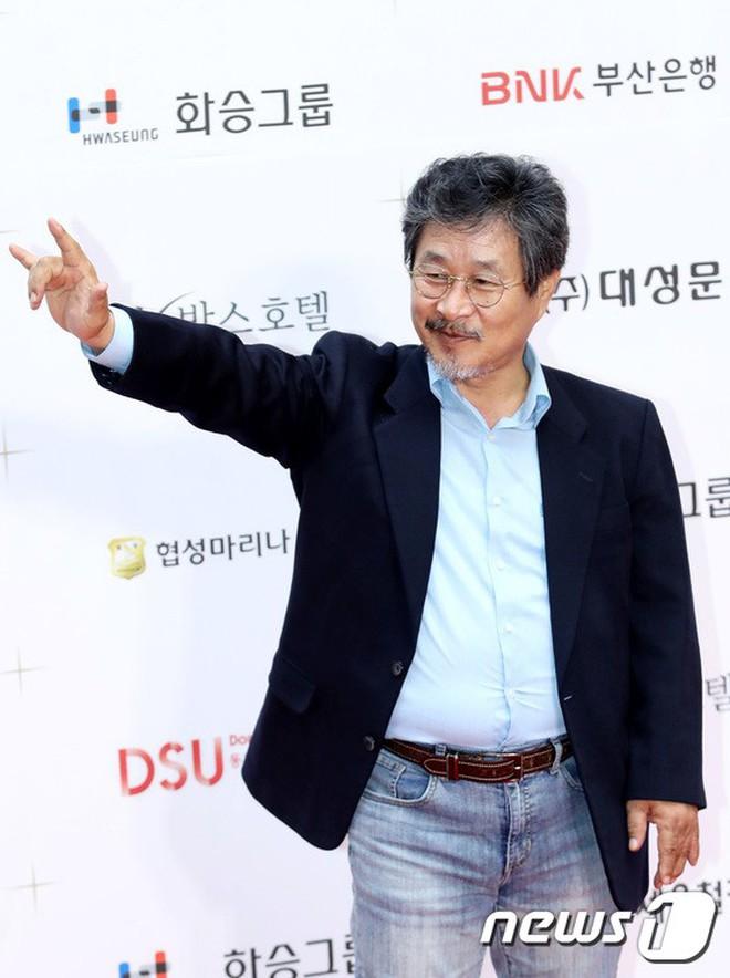 Thảm đỏ LHP Busan ngày 2: Yoona hóa nữ hoàng quyến rũ, đè bẹp dàn mỹ nhân U50 hở bạo khoe vòng 1 nhức mắt - ảnh 31