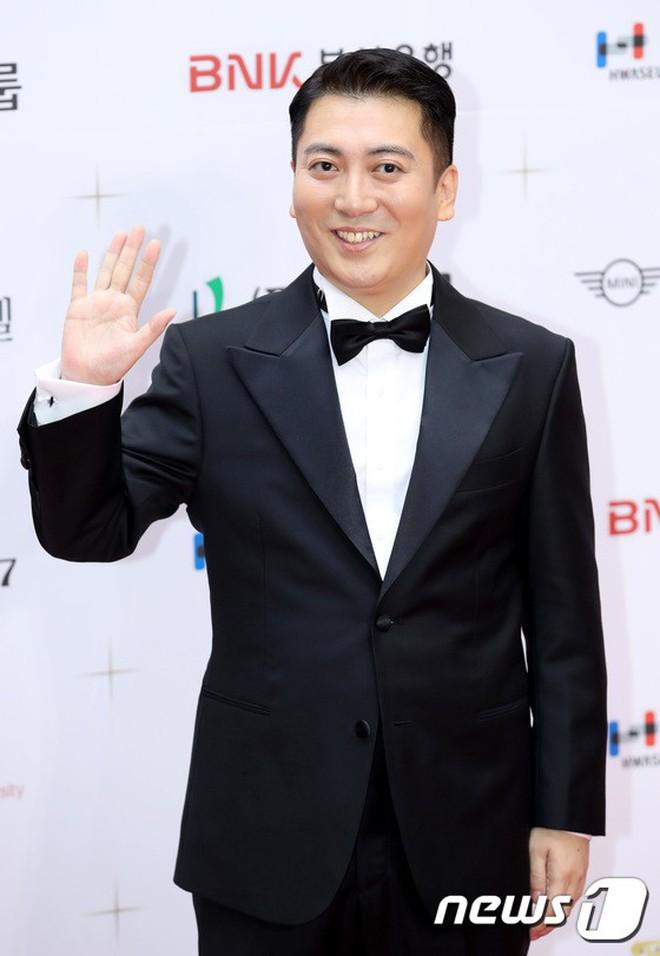 Thảm đỏ LHP Busan ngày 2: Yoona hóa nữ hoàng quyến rũ, đè bẹp dàn mỹ nhân U50 hở bạo khoe vòng 1 nhức mắt - ảnh 32