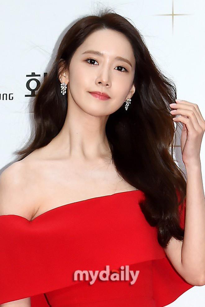 Thảm đỏ LHP Busan ngày 2: Yoona hóa nữ hoàng quyến rũ, đè bẹp dàn mỹ nhân U50 hở bạo khoe vòng 1 nhức mắt - ảnh 8