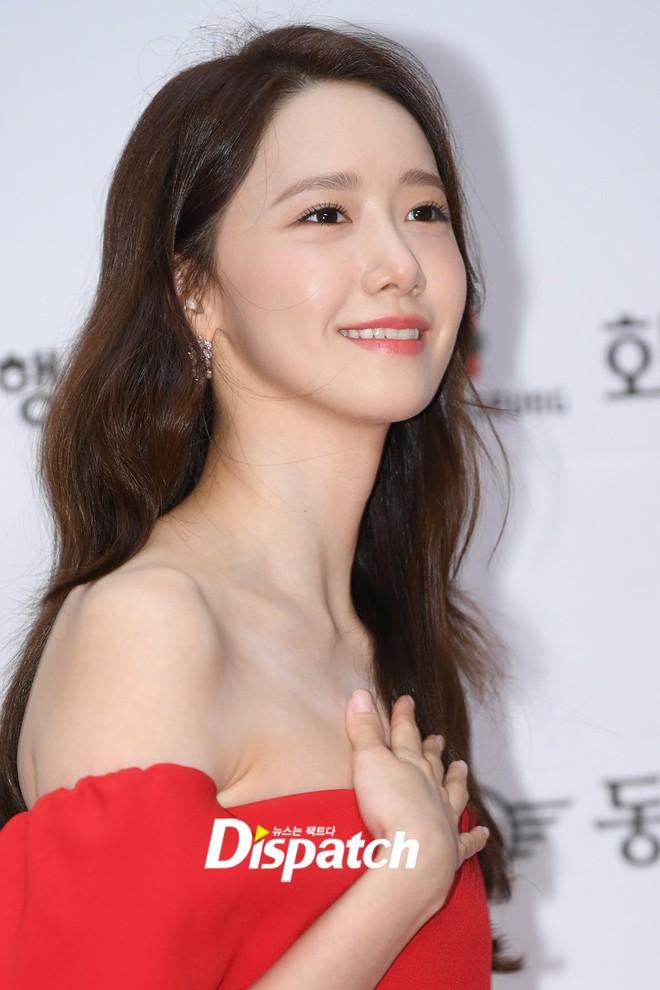 Thảm đỏ LHP Busan ngày 2: Yoona hóa nữ hoàng quyến rũ, đè bẹp dàn mỹ nhân U50 hở bạo khoe vòng 1 nhức mắt - ảnh 7