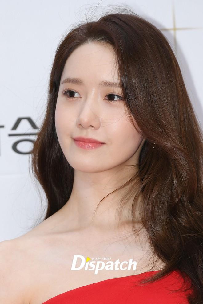 Thảm đỏ LHP Busan ngày 2: Yoona hóa nữ hoàng quyến rũ, đè bẹp dàn mỹ nhân U50 hở bạo khoe vòng 1 nhức mắt - ảnh 9
