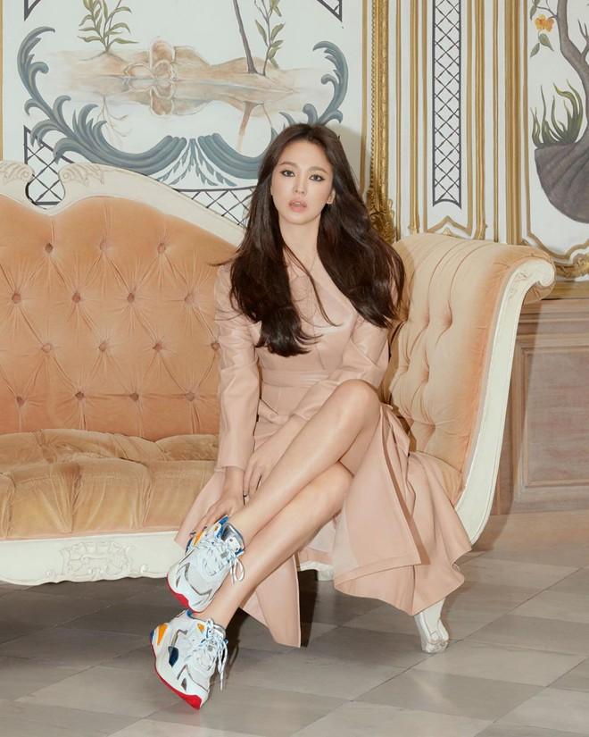 Động thái đầu tiên của Song Hye Kyo trên MXH sau 3 tháng ly dị: Đăng loạt ảnh gì mà gây bão thế này? - Ảnh 8.