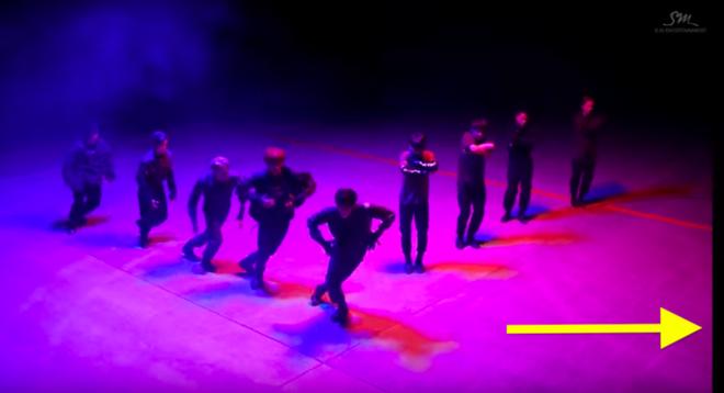 MV Kpop có hàng trăm triệu view thì vẫn đầy sạn: BTS 5 lần 7 lượt dính lỗi trang phục; EXO, BLACKPINK, TWICE cũng không tránh khỏi những lỗi ngớ ngẩn - ảnh 26