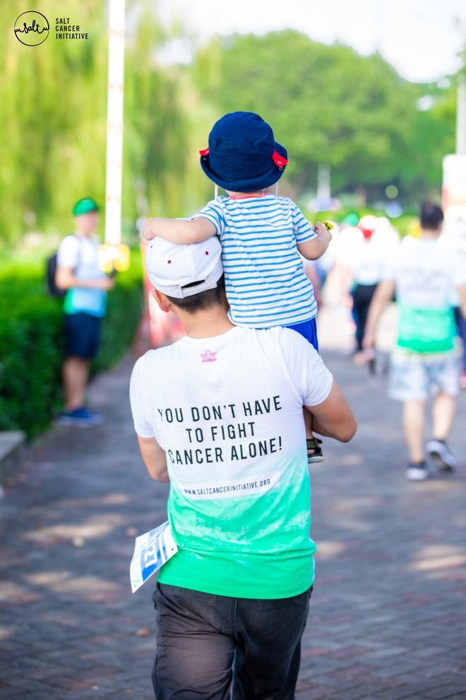 Gần 1.000 người và rất nhiều KOLs cùng tham gia ngày hội đi bộ vì Bệnh nhân ung thư Việt Nam - ảnh 7