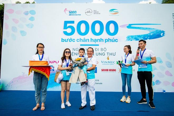 Gần 1.000 người và rất nhiều KOLs cùng tham gia ngày hội đi bộ vì Bệnh nhân ung thư Việt Nam - ảnh 5