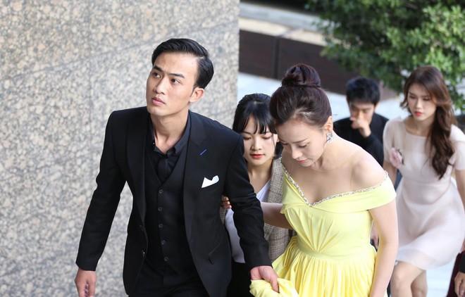 Quỳnh búp bê Phương Oanh rạng rỡ bên Doãn Quốc Đam tại LHP Busan, vỡ oà khi gặp tài tử Huỳnh Tông Trạch - Ảnh 2.