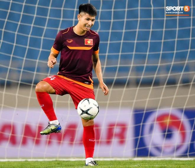 Tuyển thủ Việt Nam mặc áo cũ, không in số gây tò mò ở buổi tập áp chót trước trận chiến với Malaysia - ảnh 6