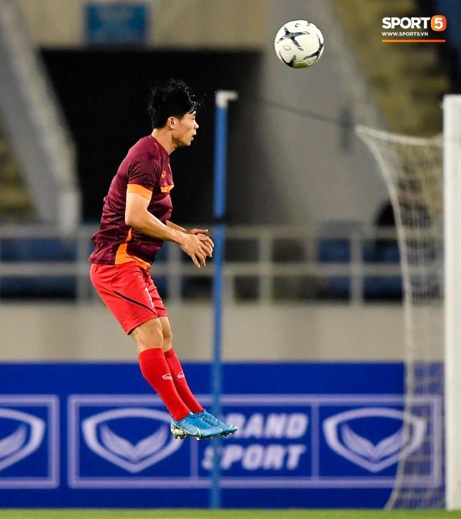 Tuyển thủ Việt Nam mặc áo cũ, không in số gây tò mò ở buổi tập áp chót trước trận chiến với Malaysia - ảnh 7