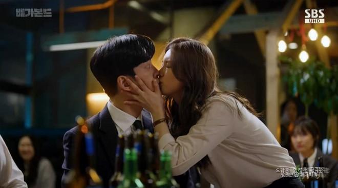 Tình tay ba gây lú của Suzy trong Vagabond: Ai cũng nhận vơ của mình rồi đè ra hôn, còn đâu liêm sỉ? - ảnh 13