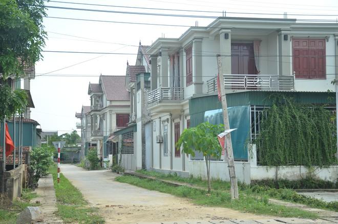 Đằng sau những căn nhà bạc tỷ ở làng xuất khẩu lao động Hà Tĩnh: Nước mắt, trốn chạy, và những phận người nằm lại nơi xứ xa - Ảnh 5.
