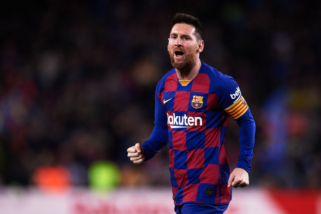 Messi lập cú đúp siêu phẩm sút phạt để cân bằng kỷ lục hat-trick với CR7 và giúp Barcelona giữ vững ngôi đầu La Liga - ảnh 1