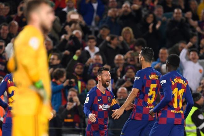 Messi lập cú đúp siêu phẩm sút phạt để cân bằng kỷ lục hat-trick với CR7 và giúp Barcelona giữ vững ngôi đầu La Liga - ảnh 6