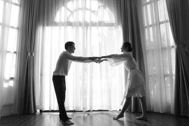 Ngọt lịm tim trong hậu trường đám cưới Đông Nhi - Ông Cao Thắng: Từ nụ hôn đến cái nắm tay cũng tình như cổ tích! - ảnh 9