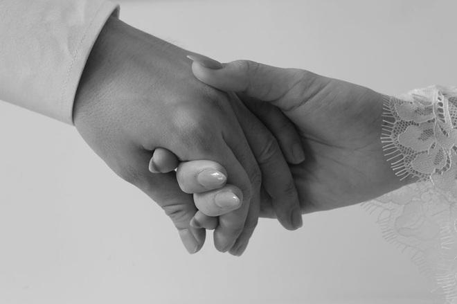 Ngọt lịm tim trong hậu trường đám cưới Đông Nhi - Ông Cao Thắng: Từ nụ hôn đến cái nắm tay cũng tình như cổ tích! - ảnh 10