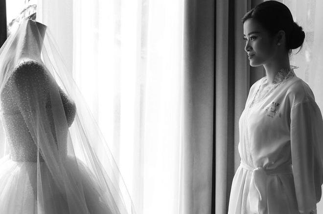 Ngọt lịm tim trong hậu trường đám cưới Đông Nhi - Ông Cao Thắng: Từ nụ hôn đến cái nắm tay cũng tình như cổ tích! - ảnh 1