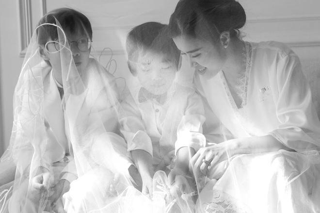 Ngọt lịm tim trong hậu trường đám cưới Đông Nhi - Ông Cao Thắng: Từ nụ hôn đến cái nắm tay cũng tình như cổ tích! - ảnh 8