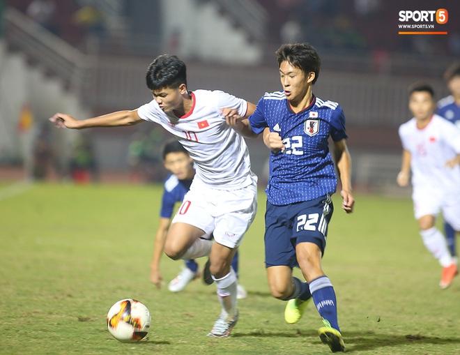 Ngộ nghĩnh: Trợ lý cõng cầu thủ U19 Việt Nam bị chấn thương chạy vào sân ăn mừng khi giành vé tham dự VCK U19 châu Á 2020 - ảnh 5