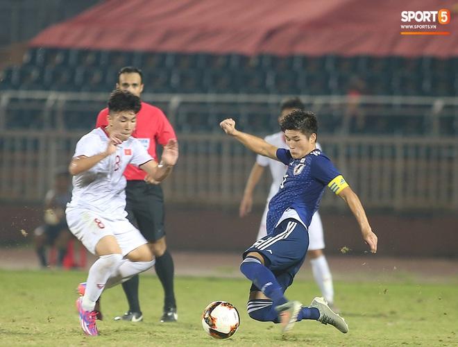 Ngộ nghĩnh: Trợ lý cõng cầu thủ U19 Việt Nam bị chấn thương chạy vào sân ăn mừng khi giành vé tham dự VCK U19 châu Á 2020 - ảnh 8