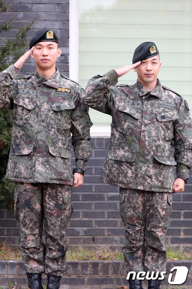 Taeyang và Daesung (BIGBANG) chính thức xuất ngũ: Béo lên trông thấy, vui mừng trước 1000 fan vây kín cả khu vực - ảnh 11
