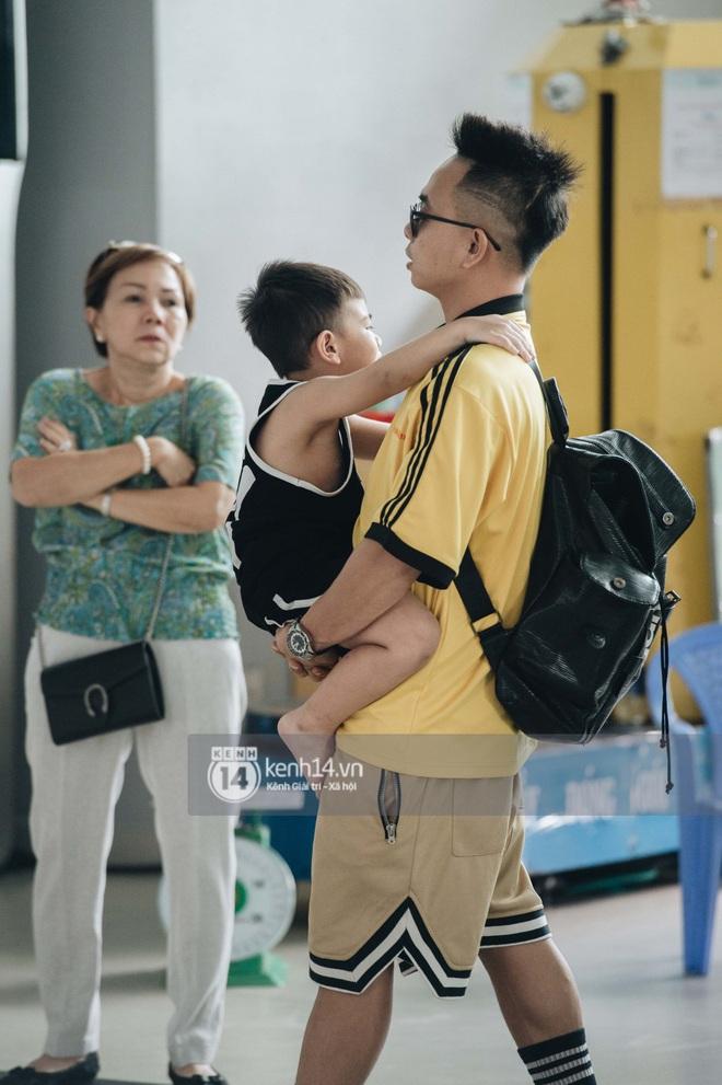 Dàn sao Vbiz đổ bộ sân bay rời Phú Quốc: Người thấm mệt, người vẫn tươi rói sau đêm quẩy nhiệt tại đám cưới Đông Nhi - ảnh 20