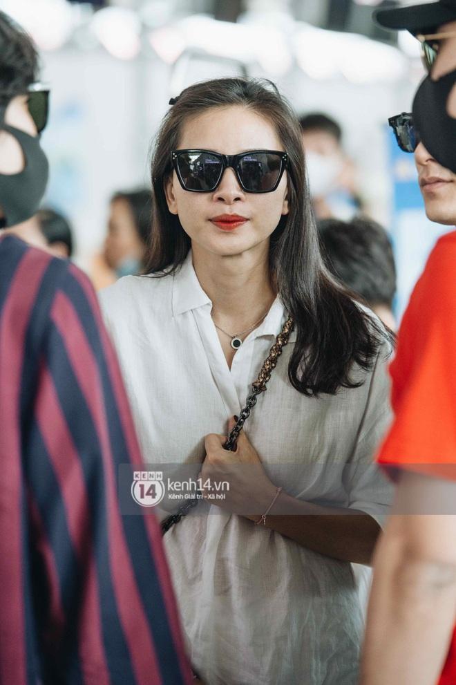 Dàn sao Vbiz đổ bộ sân bay rời Phú Quốc: Người thấm mệt, người vẫn tươi rói sau đêm quẩy nhiệt tại đám cưới Đông Nhi - ảnh 3
