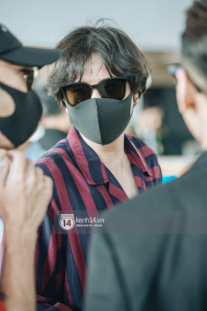 Dàn sao Vbiz đổ bộ sân bay rời Phú Quốc: Người thấm mệt, người vẫn tươi rói sau đêm quẩy nhiệt tại đám cưới Đông Nhi - ảnh 17