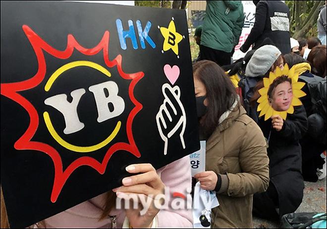 Taeyang và Daesung (BIGBANG) chính thức xuất ngũ: Béo lên trông thấy, vui mừng trước 1000 fan vây kín cả khu vực - ảnh 14