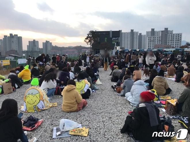 Taeyang và Daesung (BIGBANG) chính thức xuất ngũ: Béo lên trông thấy, vui mừng trước 1000 fan vây kín cả khu vực - ảnh 15