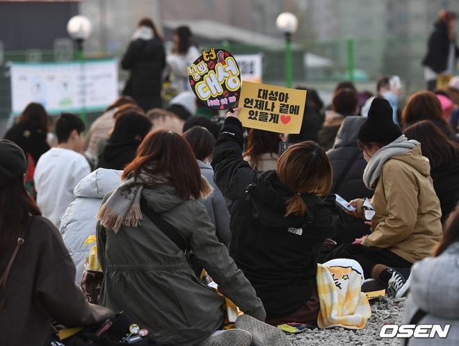 Taeyang và Daesung (BIGBANG) chính thức xuất ngũ: Béo lên trông thấy, vui mừng trước 1000 fan vây kín cả khu vực - ảnh 18