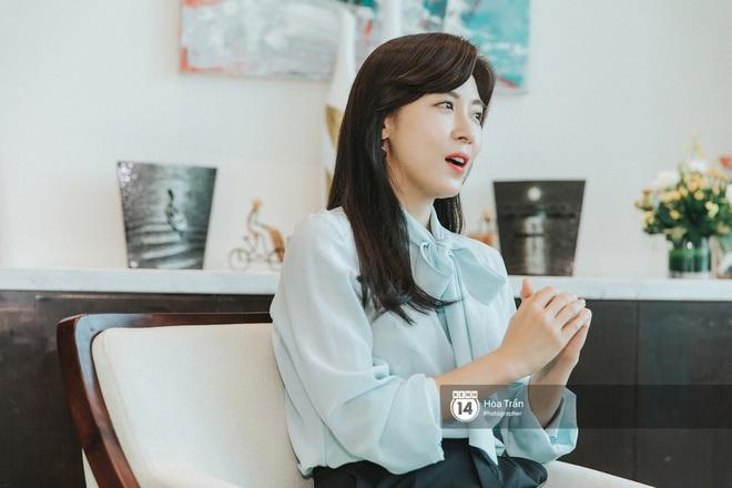 Phỏng vấn Hoàng hậu Ki Ha Ji Won tại Việt Nam: Không dưới 10 lần định bỏ làm diễn viên, tiết lộ bí quyết giữ nhan sắc hack tuổi - ảnh 8