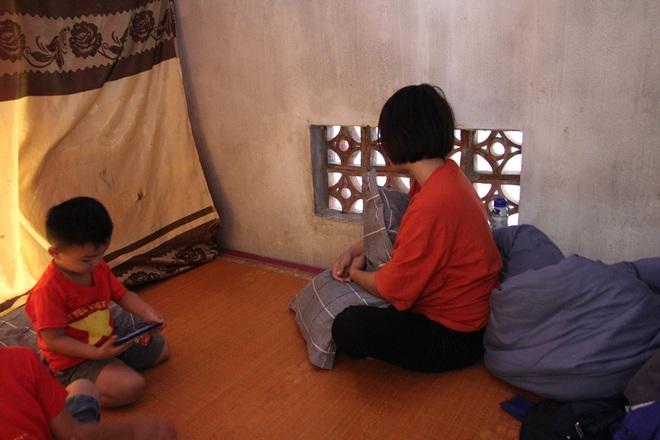 Vụ 39 người Việt tử vong trong xe container: Vợ trẻ mang bầu 7 tháng khóc cạn khô nước mắt chờ ngày đón thi thể chồng - ảnh 2