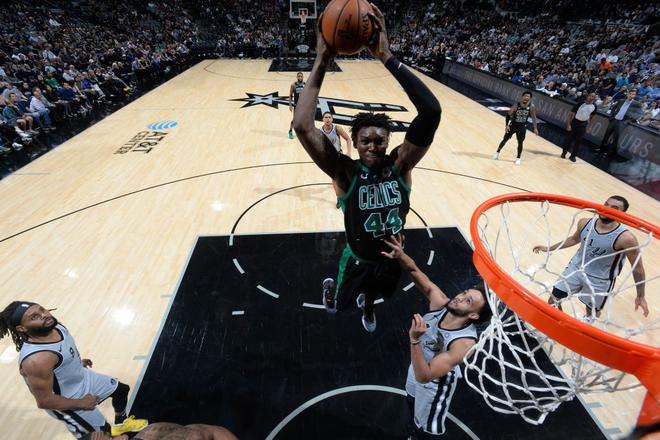 NBA 19-20: Kemba Walker và Jaylen Brown thay phiên lập công, Boston Celtics nối dài mạch thắng lên con số 7 - ảnh 2