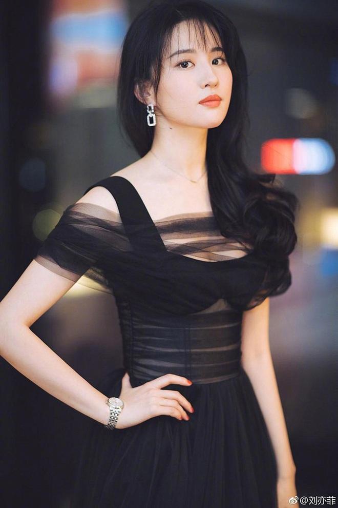 Lưu Diệc Phi thừa nhận 8 năm trước đã muốn cưới chồng, ai cũng bất ngờ trước danh tính người đàn ông may mắn - ảnh 1