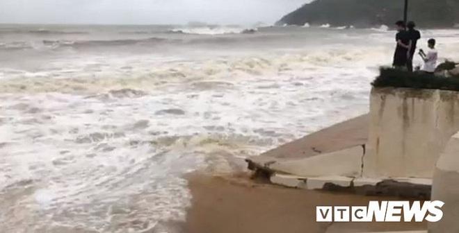 Bão số 6 áp sát đất liền, sóng biển lên cao gần 7m - ảnh 1