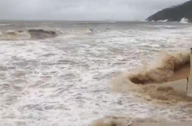 Bão số 6 áp sát đất liền, sóng biển lên cao gần 7m - ảnh 2