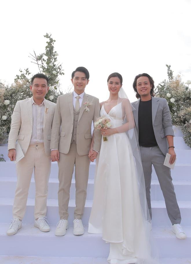 Nhìn lại dàn khách mời cực đỉnh trong siêu đám cưới Đông Nhi: Nhã Phương - Hari Won nền nã, hội mỹ nhân ai cũng cực xinh - ảnh 24