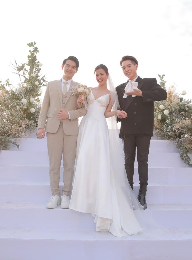 Nhìn lại dàn khách mời cực đỉnh trong siêu đám cưới Đông Nhi: Nhã Phương - Hari Won nền nã, hội mỹ nhân ai cũng cực xinh - ảnh 5