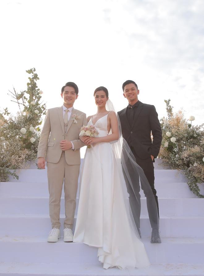 Nhìn lại dàn khách mời cực đỉnh trong siêu đám cưới Đông Nhi: Nhã Phương - Hari Won nền nã, hội mỹ nhân ai cũng cực xinh - ảnh 21