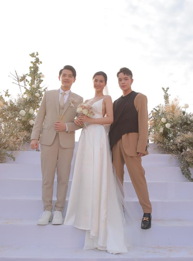 Nhìn lại dàn khách mời cực đỉnh trong siêu đám cưới Đông Nhi: Nhã Phương - Hari Won nền nã, hội mỹ nhân ai cũng cực xinh - ảnh 20