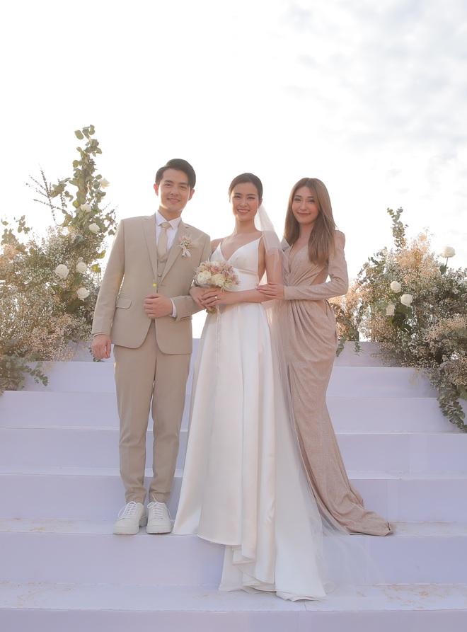Nhìn lại dàn khách mời cực đỉnh trong siêu đám cưới Đông Nhi: Nhã Phương - Hari Won nền nã, hội mỹ nhân ai cũng cực xinh - ảnh 2