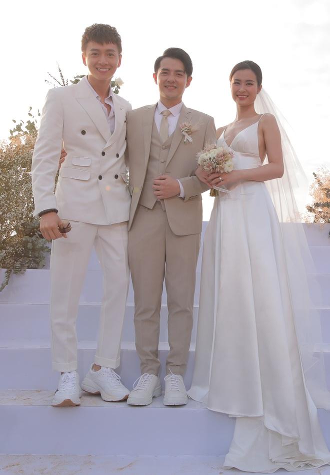 Nhìn lại dàn khách mời cực đỉnh trong siêu đám cưới Đông Nhi: Nhã Phương - Hari Won nền nã, hội mỹ nhân ai cũng cực xinh - ảnh 3